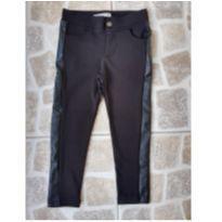 Calça preta com couro na lateral Tam. 3 - 3 anos - Poim