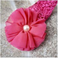 Faixa de cabelo pink com flor e pérola