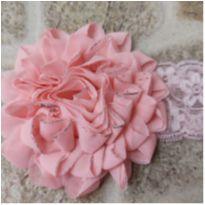Faixa de cabelo com flor rosa -  - Artesanal