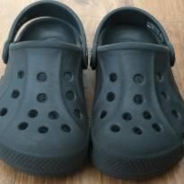 Crocs preta