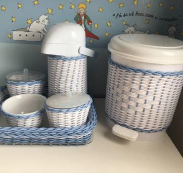 Kit de higiene com garrafa térmica azul e branco - Sem faixa etaria - Não informada