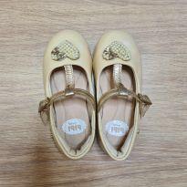 Sapato em verniz com pérola - 26 - Bibi