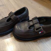Sapato de Couro Tommy Hilfiger Tam. USA 6 e meio - Tam 21 BRA