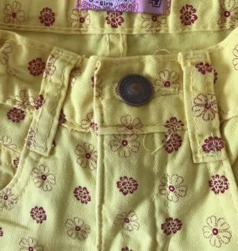 Short amarelo com florzinhas + brinde camiseta milon - 4 anos - Figurinha
