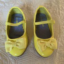 Sapatilha amarela - 22 - Carter`s