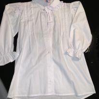 Camisa branca com aplicações / babados - 10 anos - Marca não registrada