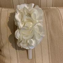 Tiara off white linda -  - Marca não registrada