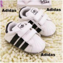 Tênis branco Bebê menino Adidas Infantil