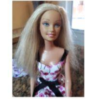 Barbie mattel com dois vestidos -  - Mattel