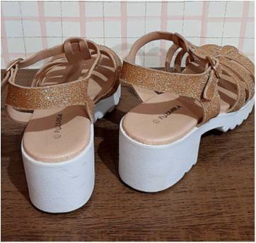 Sandalia dourada brilho - 32 - Fuzarka