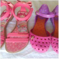 Sapatilha Barbie e Sandália Moranguinho - 26 - Não informada