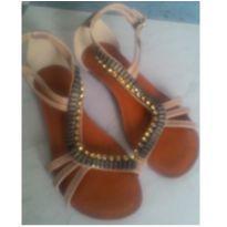 Sandália com pedraria
