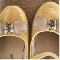 Sapato amarelo verniz - 31 - Bibi