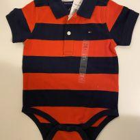 Body - Tommy Hilfiger - Azul/Vermelho - Tam 18 meses - NOVO - 18 meses - Tommy Hilfiger