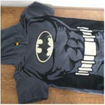 Camiseta manga curta com capuz Batman relevo - 2 anos - DC Comics e TM & DC COMICS