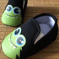 Sapato para bebê carinha monstro