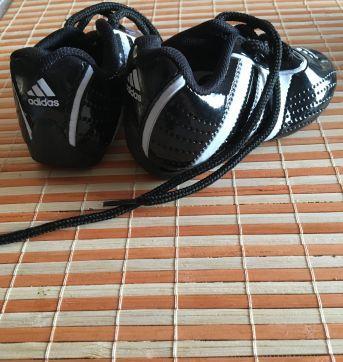 Chuteira Adidas - 18 - Adidas