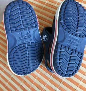 Sandália Crocs azul marinho - 04 - Crocs