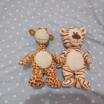 2 pelúcias safari tigre e girafa
