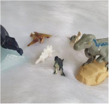 Desocupando o armário de brinquedos - lote dinossauros 4 - Sem faixa etaria - Diversas