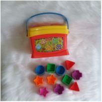 Desocupando o armário de brinquedos - Caixa de encaixe fisher price -  - Fisher Price
