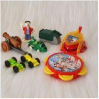 Desocupando o armário de brinquedos - Lote 33 -  - Diversas