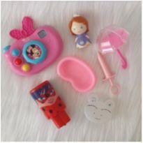 Desocupando o armário de brinquedos - Lote 24 -  - Diversas
