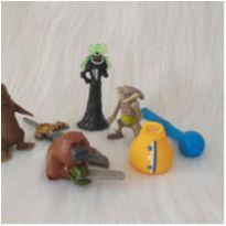 Desocupando o armário de brinquedos - Lote 30 -  - Diversas