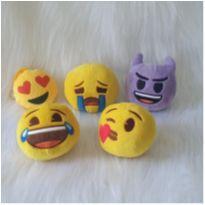 Desocupando o armário de brinquedos - Lote emoji