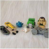 Desocupando o armário de brinquedos - Lote 27 -  - Diversas