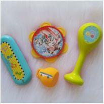 Desocupando armário de brinquedos - Lote musical