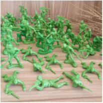 Soldadinhos de plástico  - 59 peças