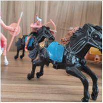 Brinquedos cavalos e índios -  - Diversas