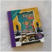 Xadrez em ação - livro de instruções, tabuleiro no verso e peças do jogo -  - Ciranda Cultural