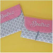 Kit porta lenços e fraldas e trocador portátil - bordado Beatriz -  - Artesanal