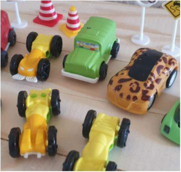 Lote brincando de carrinhos 14 itens - Sem faixa etaria - Diversas