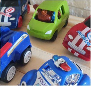 Lote brincand de carrinhos - 6 itens - Sem faixa etaria - Diversas