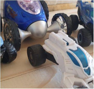 Lote brincando de carrinhos - 4 itens - Sem faixa etaria - Diversas