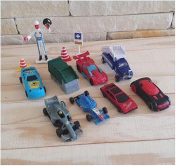 Lote brincadeira de carrinhos - 12 itens - Sem faixa etaria - Diversas