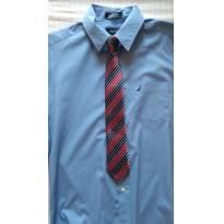 Camisa azul social importada  marca Nautica com a gravatinha em estado de nova. - 9 anos - Nautica