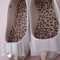 Linda sapatilha branca com ponta dourada - 26 - Pampili