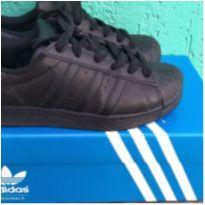 TÊNIS ORIGINAL ADIDAS PRETINHO - 34 - Adidas