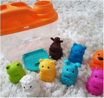 brinquedo celeiro de encaixe - Sem faixa etaria - Infantino