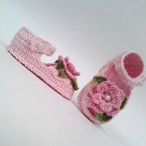 A336 Sandalinha de croche rosa de menina com flor folhas e perola - 15 - mm sapatinhos
