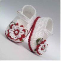 A63 Sapatinho de croche para bebe feminino branco e vermelho perola flor lacinho - 16 - mm sapatinhos