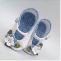 A264 Sapatinho de croche para bebe feminino branco azul flor perola folha menina - 15 - mm sapatinhos