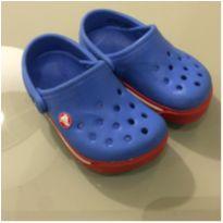 Crocs azul e vermelha - 22 - Crocs