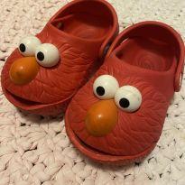 Crocs vermelha - personagem Elmo - 24 - Importada