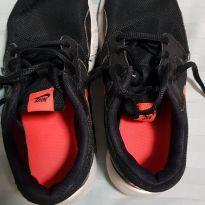 Tênis Nike preto e laranja - 33 - Nike