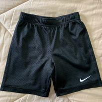 Bermuda preta Nike